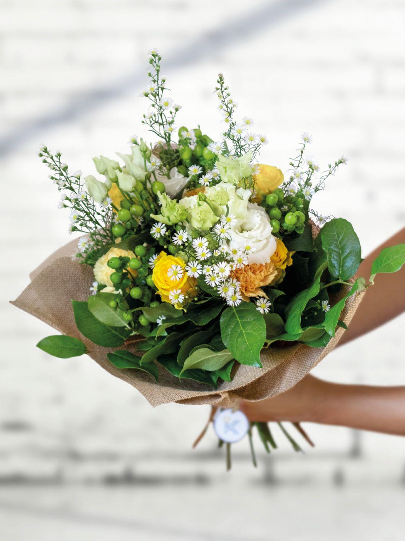 Žlutá kytice čerstvých květin
