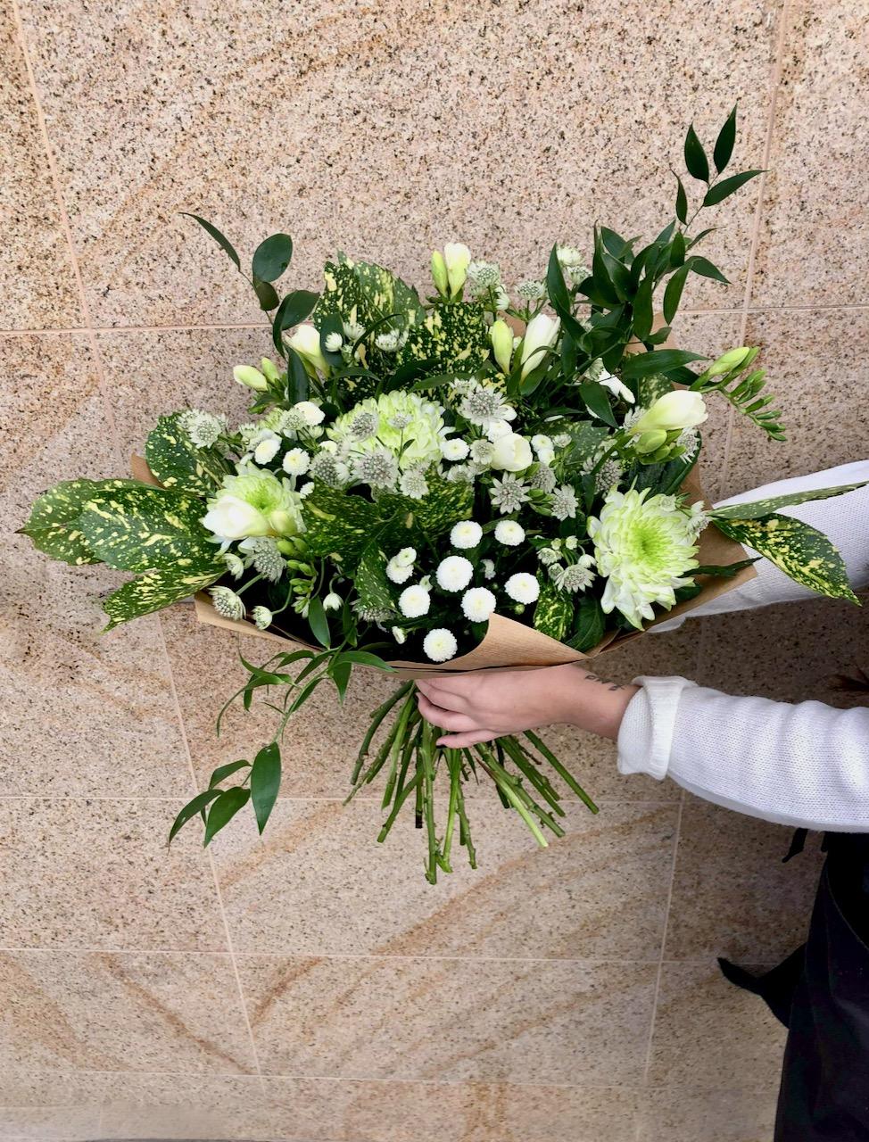 Zelená kytice čerstvých květin