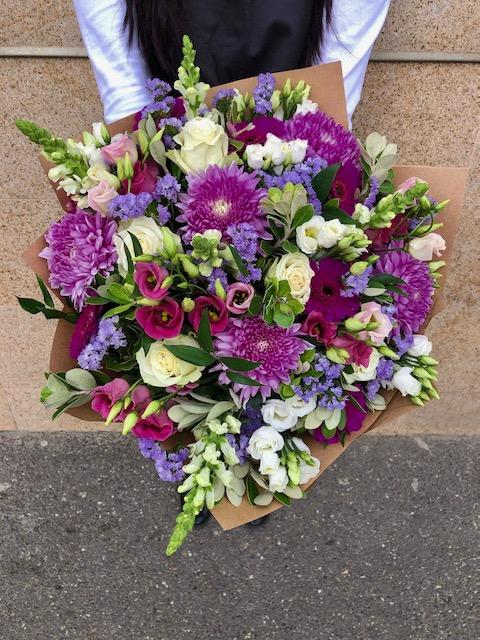 Barevná kytice čerstvých květin