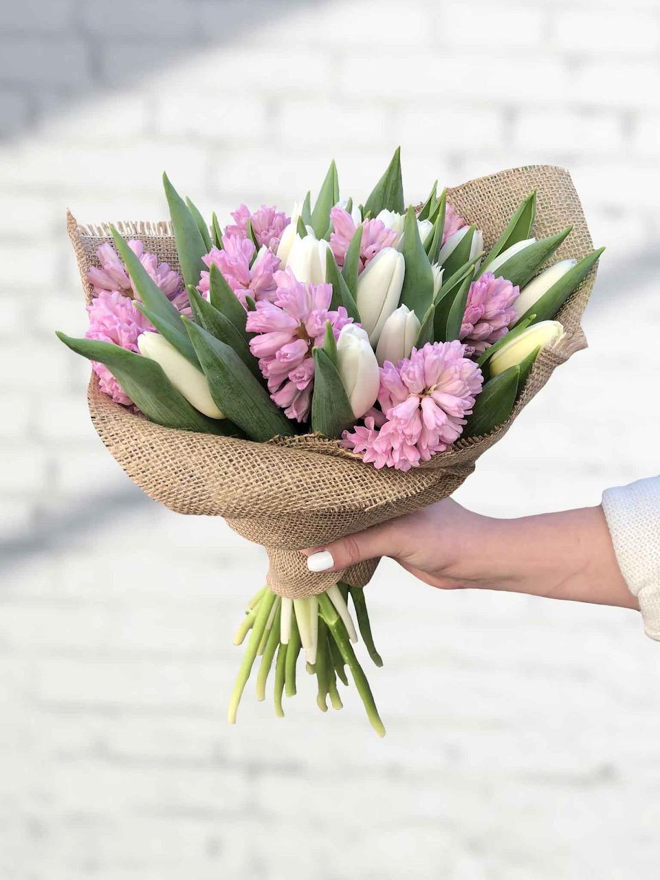 Kytice tulipánů a hyacintů květinářství Praha