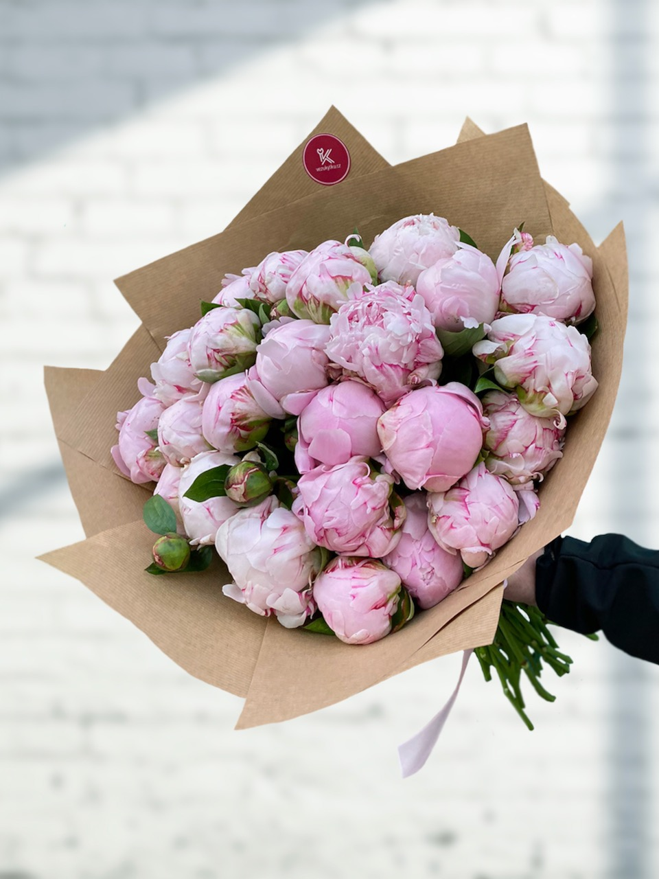 Čerstvá kytice nádherných pivoněkk
