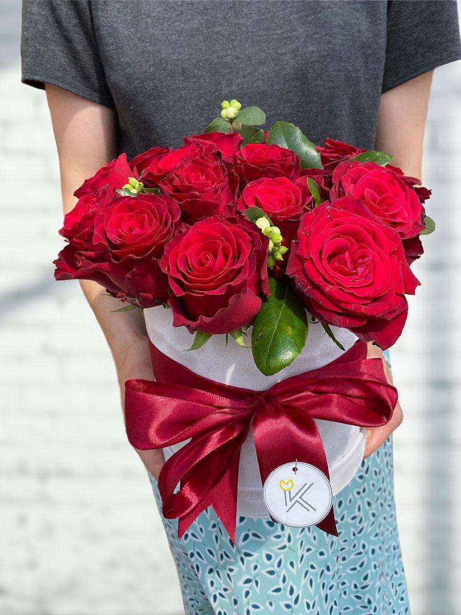 Flowerbox z rudých růží pro doručení