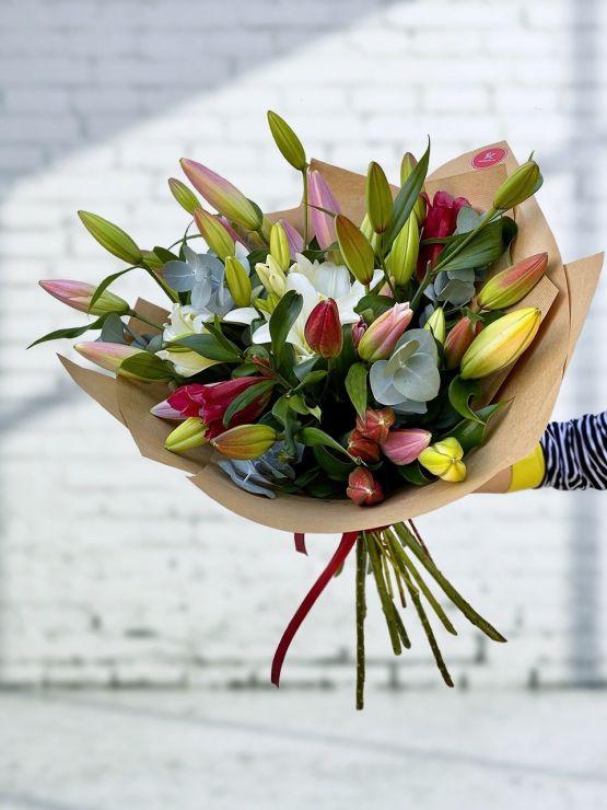 Kytice lilií, doručení Praha