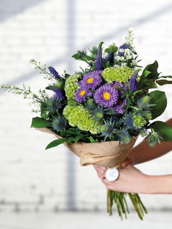 Fialová kytice pro rozvoz květin z květinářství Praha