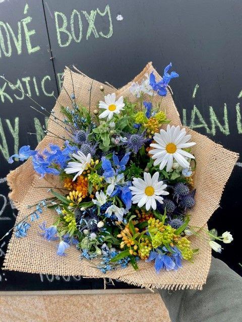 Modrá kytice pro rozvoz květin po Praze