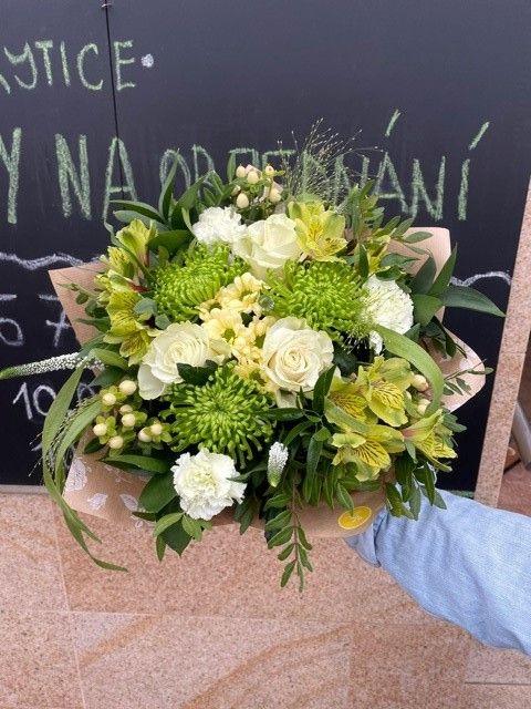 Zelená kytice čerstvých květin _ Online květiny a květinářství Praha - rozvoz