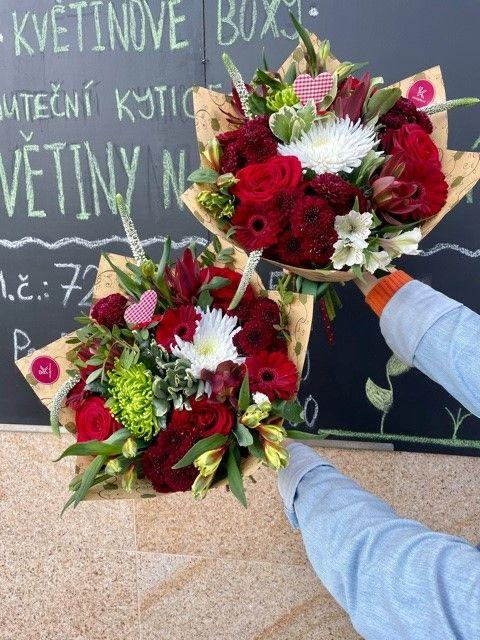 Červené kytice pro rozvoz a doručení květin po Praze