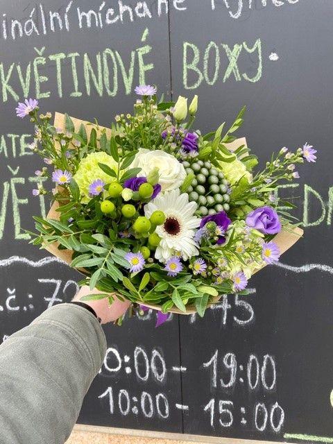 Fialová kytice pro doručení květin po Praze