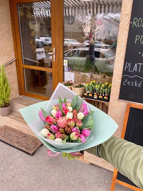 Jarní kytice z online květinářství Praha