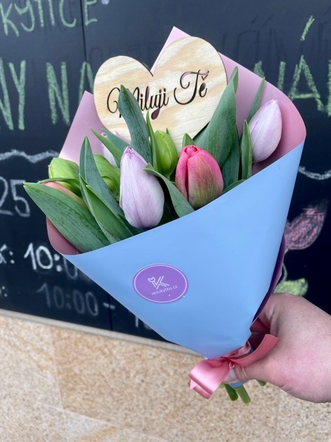 Doručení květin z online květinářství Praha