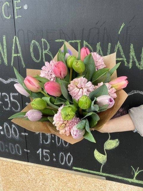 Rozvoz květin z květinářství Praha 10 Strašnice