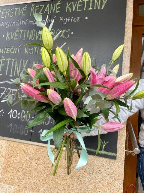 Kytice lilií z online květinářství Praha