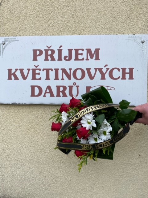 Smuteční kytice Krematorium Strašnice rozvoz