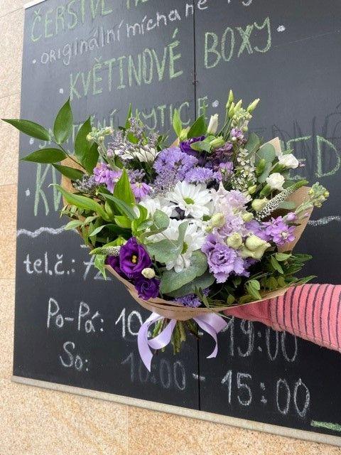 Fialová kytice Květiny Strašnice