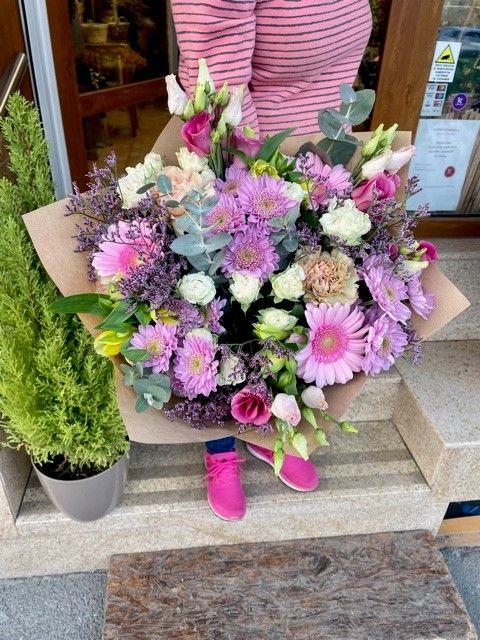 Barevná kytice z online květinářství