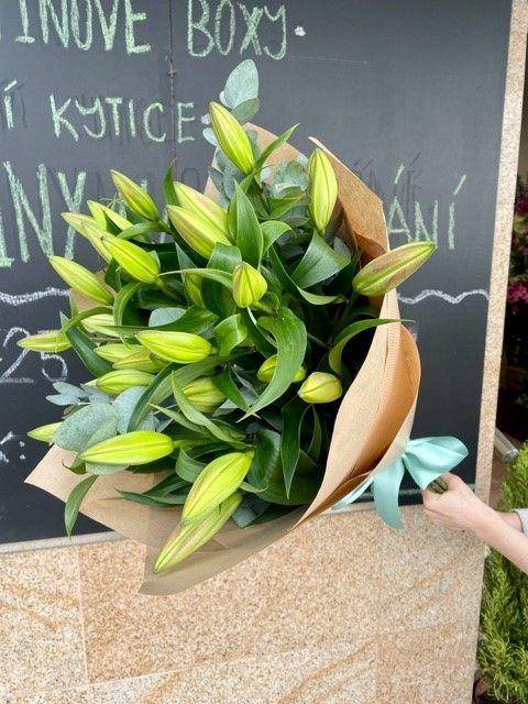 Kytice lilií z online květiny Praha