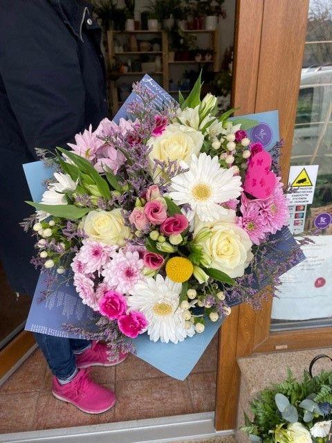 Barevná kytice z Květiny Strašnice