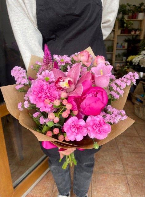 Růžová kytice z květinářství Praha 10