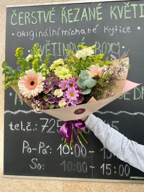 Online kytice z květinářství Praha