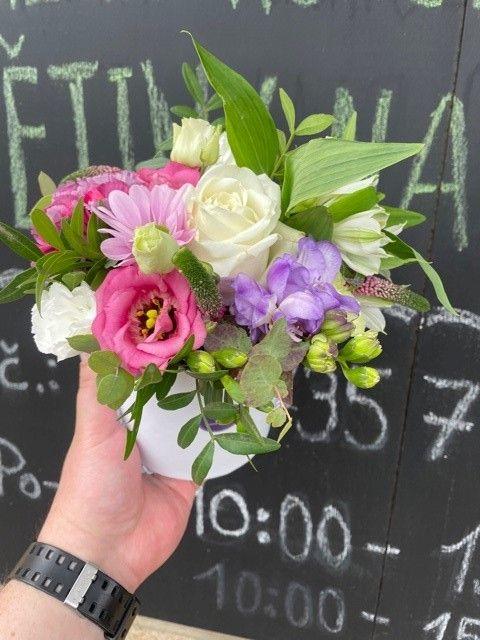 Decentní květinový box květiny online