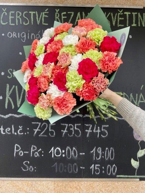 Kytice karafiátů z online květiny Praha