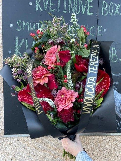 Smuteční kytice na položení s anturií