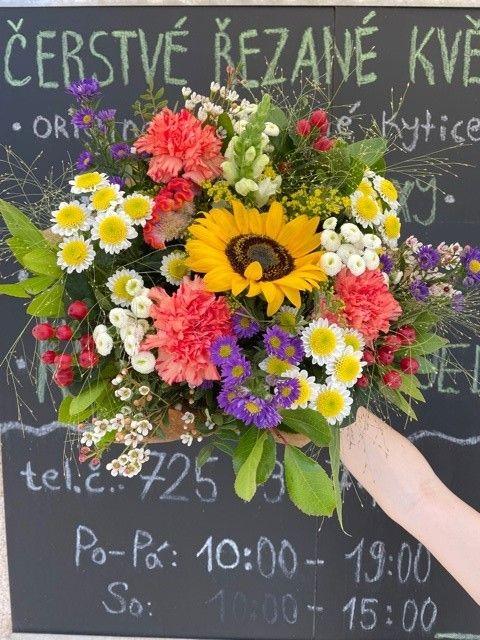 Sezonní jarní letní květiny online