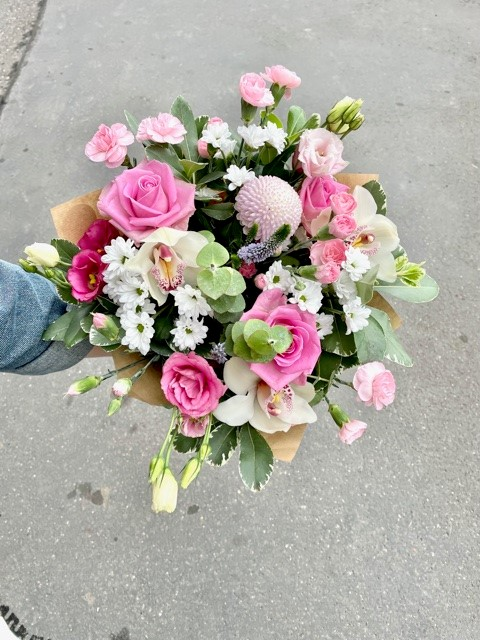 Růžové květiny z květinářství online Praha