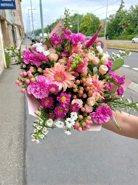 Růžová kytice online Praha
