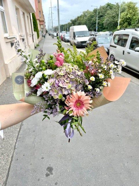 Kytice květin s hortenzií květinářství Praha