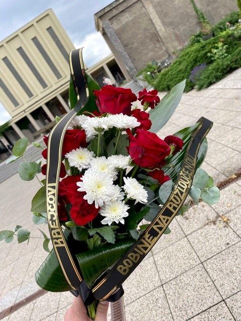 Smuteční kytice na položení i k hrobu