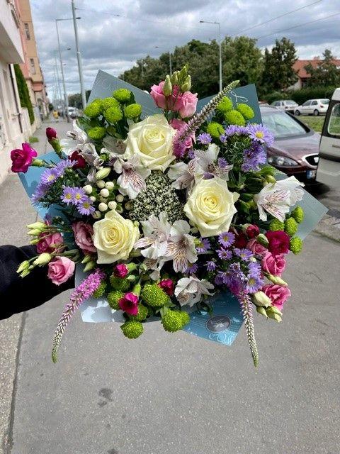 Barevná kytice čerstvých květin Praha
