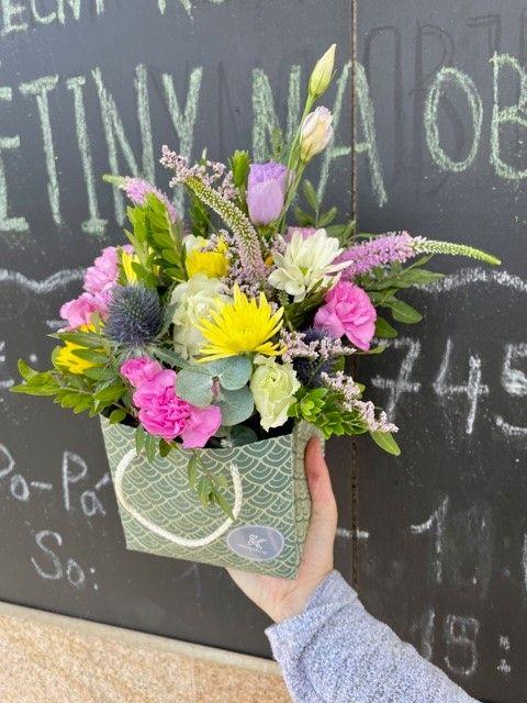 Sezonní květinová krabička květinářství Praha