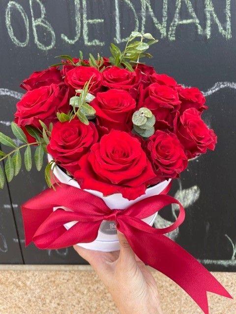 Kytice růží v boxu