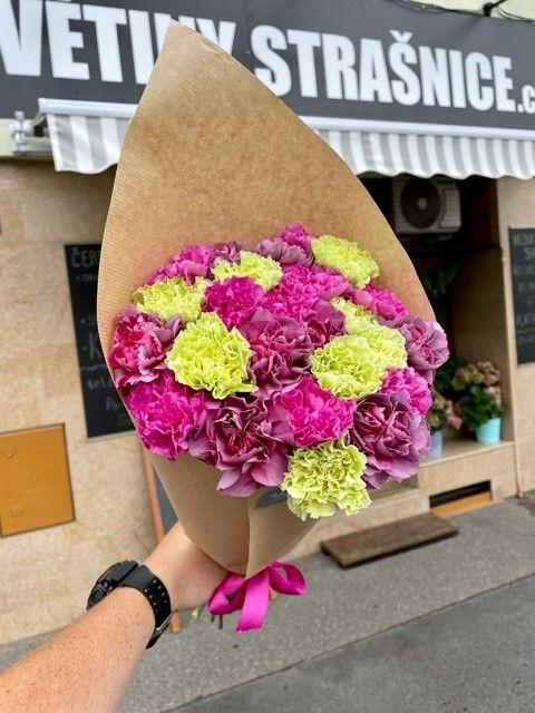 Kytice karaiátů z online květinářství Praha