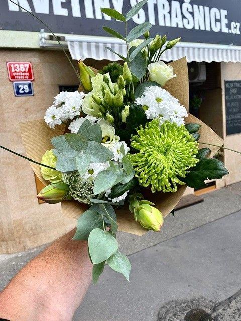 Zelená malá kytice z květinářství Praha