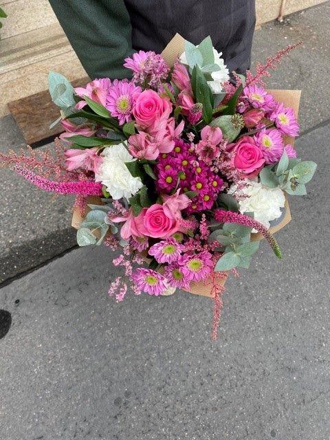 Růžová kytice z květinářství Strašnice