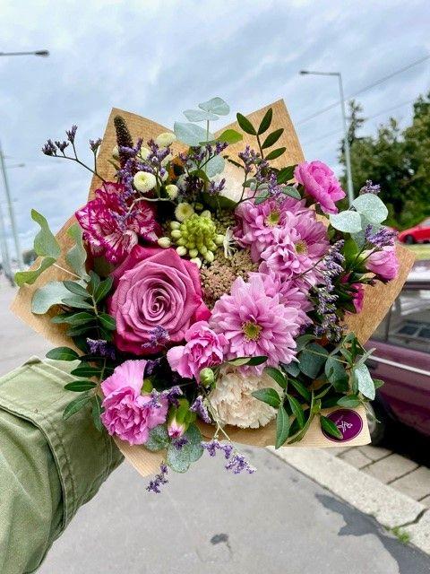 Růžová kytice květin květinářství Praha Strašnice