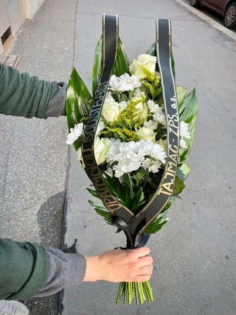 Smuteční květiny na položení