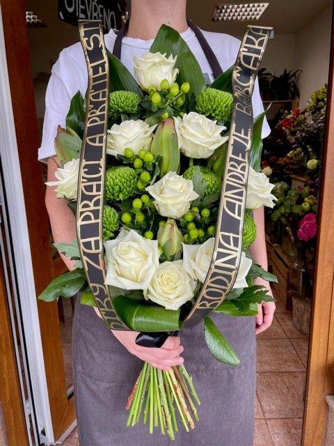 Smuteční květiny k položení