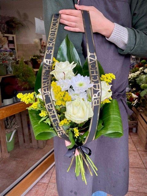 Smuteční květiny na položení z květinářství Strašnice