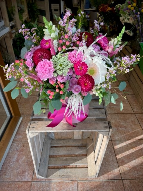 Květiny v krabičce z květinářství