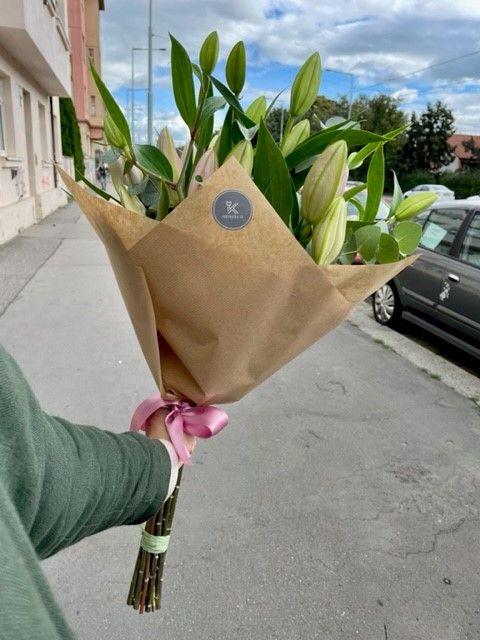 Kytice květin lilií květinářství Praha
