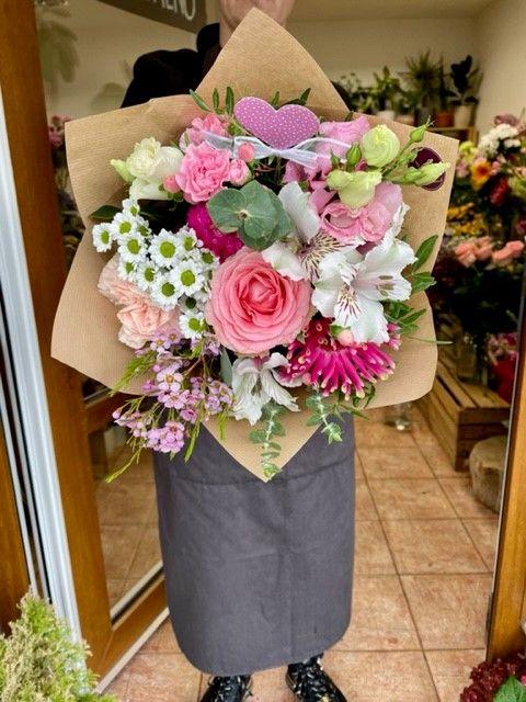 Kytice růžových květin květinářství Praha