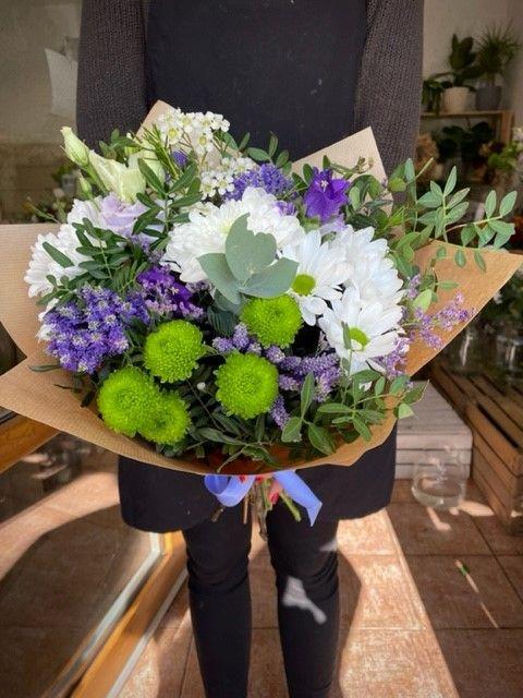 Kytice z fialových květin